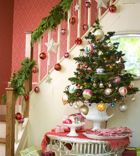 Christmas Decorating Ideas Stair Railings : Stylish diy ideas using christmas ornaments megan morris