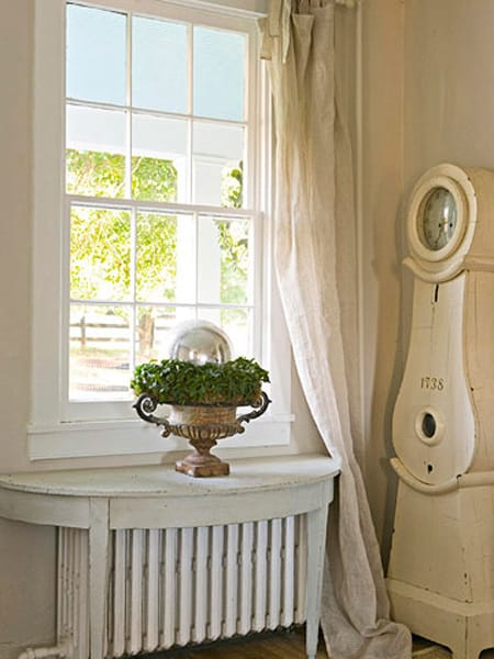 A Half Table Fits Right Over This Radiator, Making The Equipment Look More  At Home In This Shabby Chic Space.