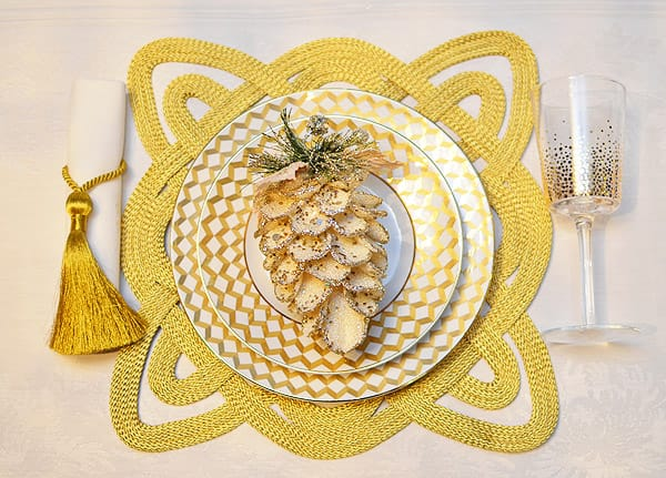 See how you can create several stylish looks for your holiday table using simple pieces. Check out the rest at HomeandEventStyling.com