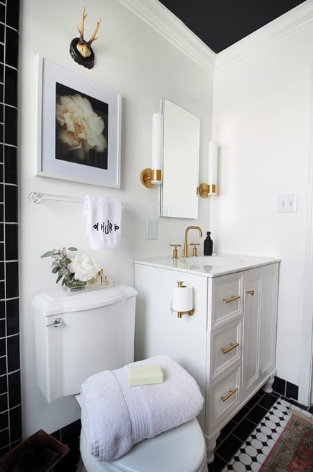 10 chic black and white bathrooms megan morris - Black and white bathrooms pictures ...