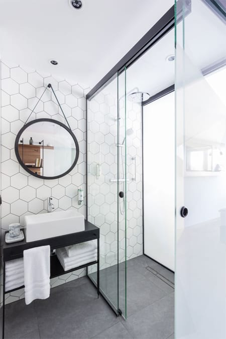 10 Eye-Catching Ideas for Bathroom Tile | HomeandEventStyling.com