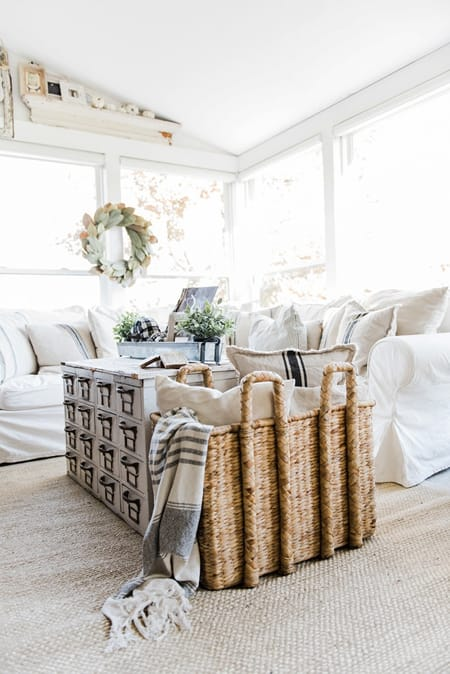 Fresh and Chic Farmhouse Living Room Ideas | HomeandEventStyling.com