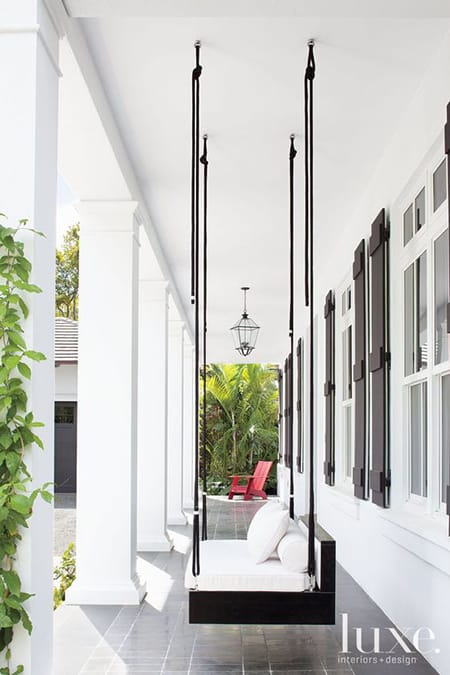 The Beautiful & Versatile Look of White Outdoor Decor | HomeandEventStyling.com