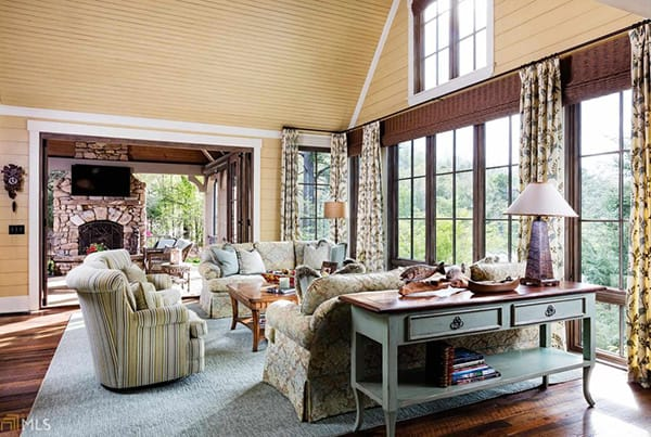Home Tour: Alan Jackson's Rustic Georgia Lake House | HomeandEventStyling.com