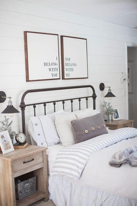 10 Inspiring Farmhouse Bedroom Ideas | HomeandEventStyling.com