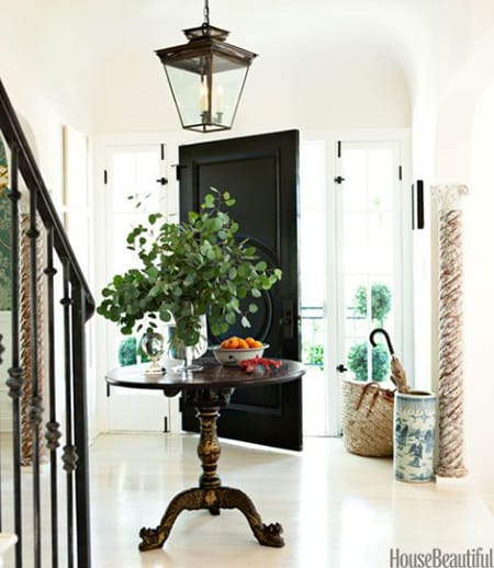 10 Black and White Entryways Making a Chic First Impression | HomeandEventStyling.com