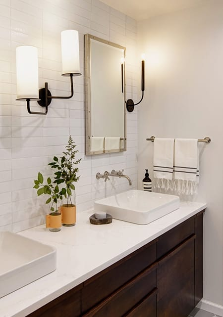 10 Minimalist Bathrooms That Are Clean and Chic | HomeandEventStyling.com