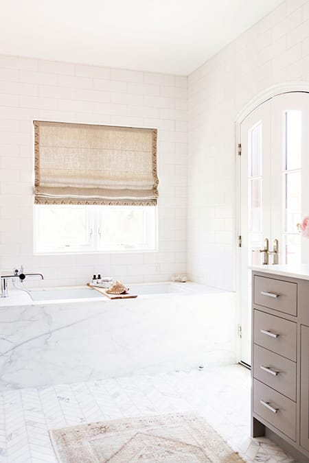 10 Neutral Bathrooms That Are Simple and Elegant | HomeandEventStyling.com