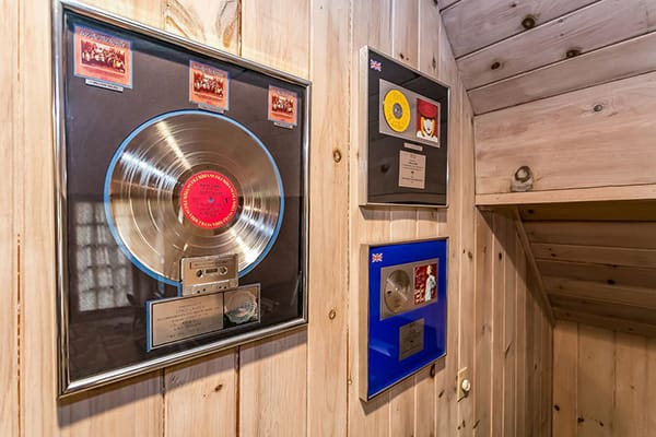 Home Tour: Cyndi Lauper's Unique Connecticut Home | HomeandEventStyling.com