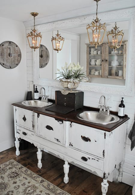 10 Charming and Rustic Farmhouse Bathrooms | HomeandEventStyling.com