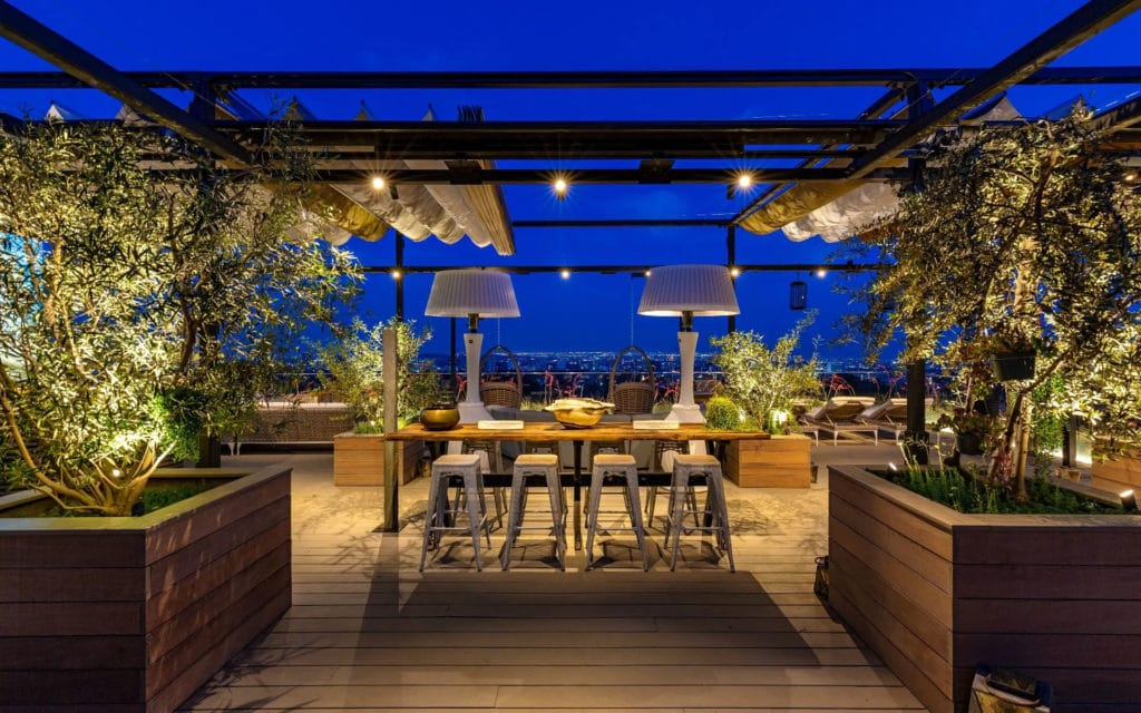Rooftop dining at 822 Sarbonne