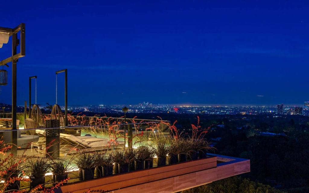 Rooftop view at 822 Sarbonne
