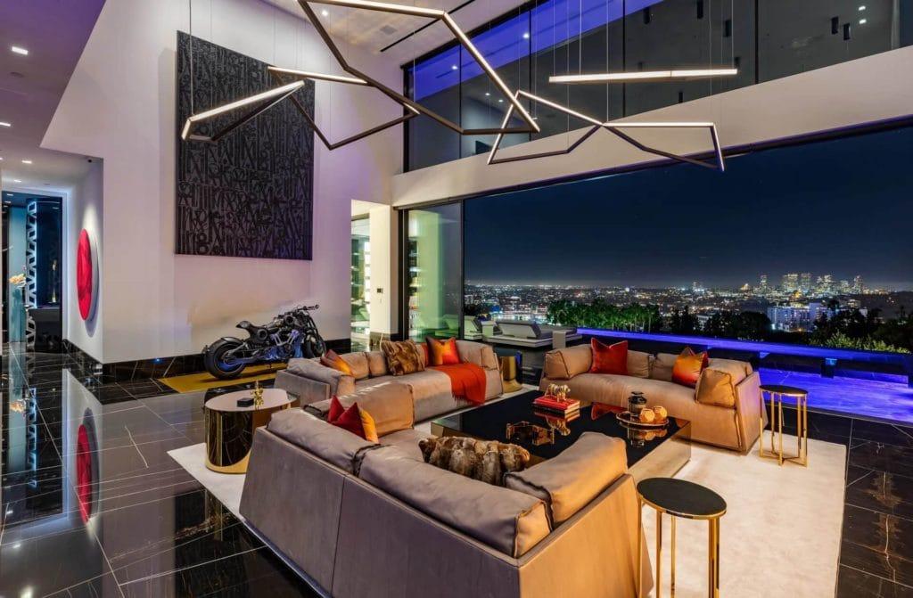 1369 Londonderry living room