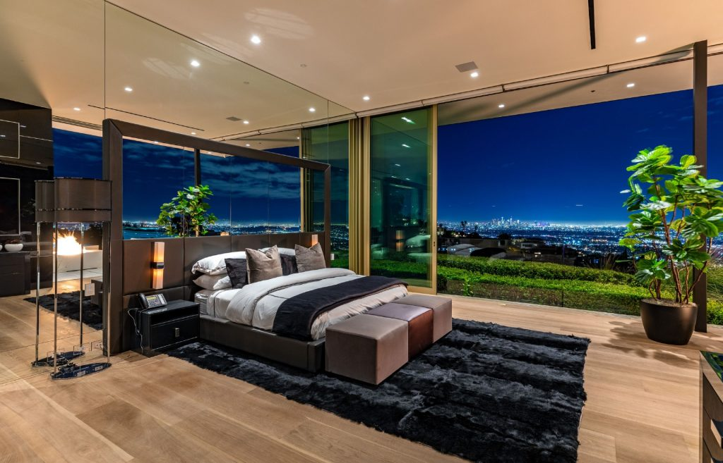 Master bedroom in 1175 Hillcest Road
