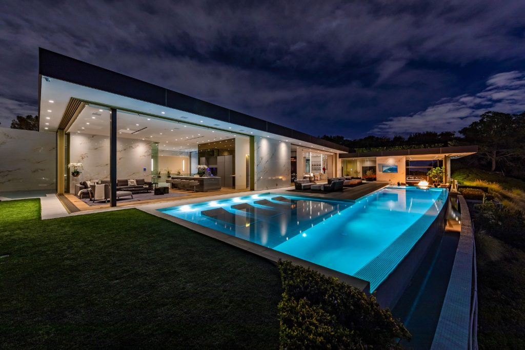 Infinity edge pool at 1175 Hillcrest Road